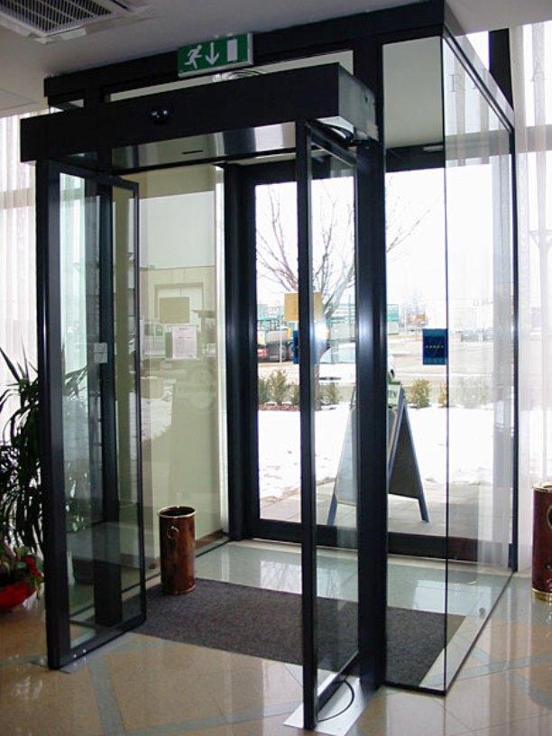Porte antipanico rototraslanti – uscite di sicurezza a chiusura automatica